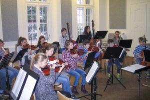 Vororchester / Probe mit Eltern und Geschwistern