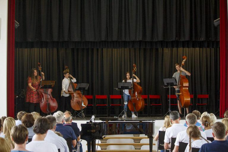 Musizierende im 1. Konzert